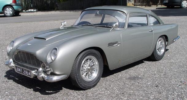 1-8_Aston_Martin_James_Bond_Diamond_Cars_front01