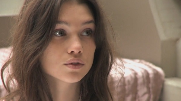 Astrid-berges-frisbey-04
