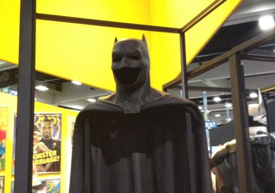 Ben-Affleck-Batsuit-Close-Up-550x386
