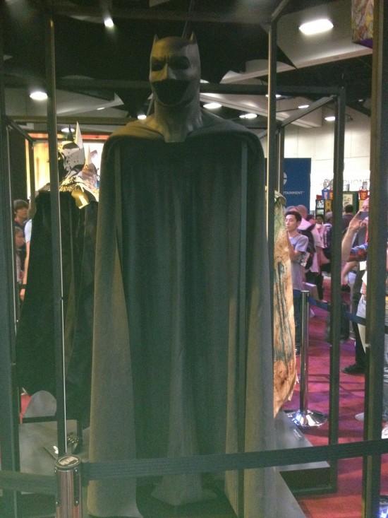 Ben-Affleck-Batsuit-Front-View-550x733