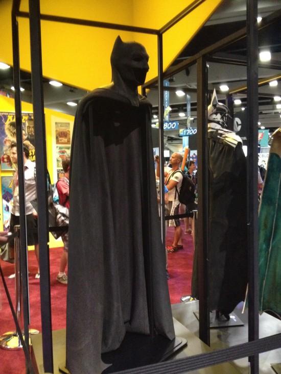 Ben-Affleck-Batsuit-Side-View-550x733