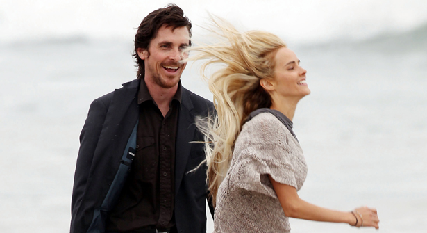Isabel-Lucas-Knight-of-Cups-set-candids-in-Malibu-009