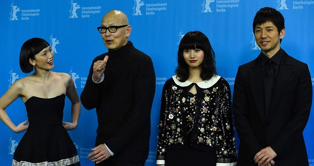 US director Wayne Wang (2nd L) poses with cast members Japanese actre
