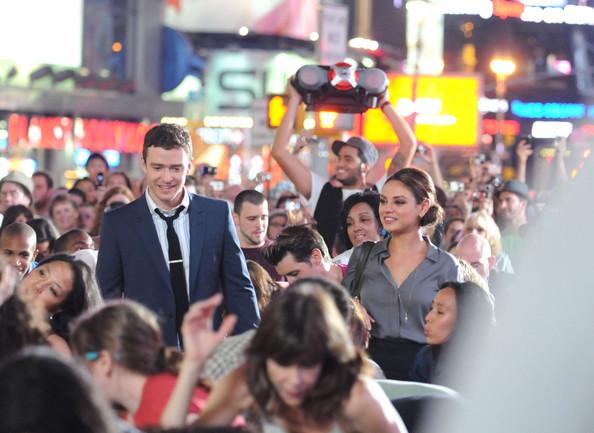 Mila+Kunis+Justin+Timberlake+Films+Times+Square+sq4wvsssAEhl