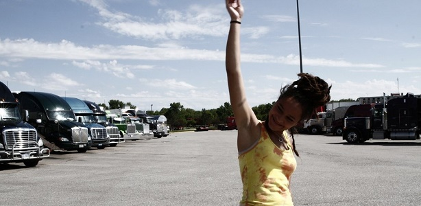 american-honey-2016-009-sasha-lane-in-truck-stop